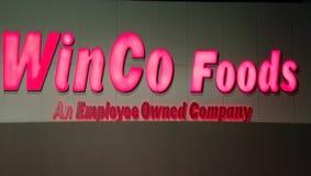 Гастроном еды Winco в Pomona Калифорния стоковые изображения rf
