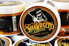 Гель для мужского дизайна - SuaVecito Владение firme pomade SuaVecito сильное ультрамодный дизайн парикмахерскаи стоковые фотографии rf