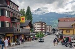 Главная улица деревни Grindelwald Район Интерлакена-Oberhasli Швейцария стоковая фотография