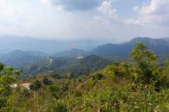 Граница тайских и Мьянмы вызвала пропуск дороги mittraphap на kanchanaburi стоковые фото