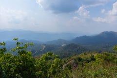 Граница тайских и Мьянмы вызвала пропуск дороги mittraphap на kanchanaburi стоковое фото rf