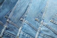 Голубые джинсы как предпосылка стоковое изображение