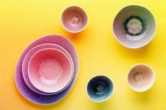 Голубой, серый и бежевый dinnerware стоковые фото
