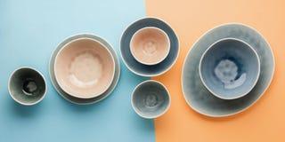 Голубой, серый и бежевый dinnerware стоковые изображения rf