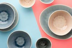 Голубой, серый и бежевый dinnerware стоковое изображение rf