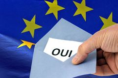 Голосование да на французском на европейских избраниях стоковые изображения rf