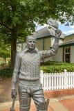Господин Дональд Bradman AC Статуя стоковые изображения