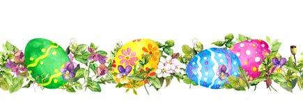 Горизонтальная строка пасхальных яя спрятанной свежей зеленой травы, цветков весны Знамя акварели безшовное, граница иллюстрация штока