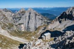Горные пики в доломитах Альп стоковые изображения