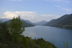 горное озеро. View of the mountain lake, Georgia, Military Road Royalty Free Stock Photography