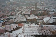 Город и снежности стоковое фото rf