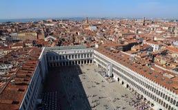 Городской пейзаж Венеции, Италии, от башни с часами Сан Marco стоковые изображения rf