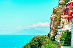 Городской пейзаж с архитектурой в городке острова Капри Италии стоковые фотографии rf