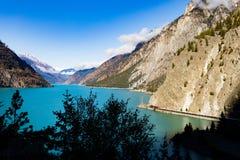 Железная дорога на Британской Колумбии ДО РОЖДЕСТВА ХРИСТОВА Канаде озера Seton стоковые изображения rf
