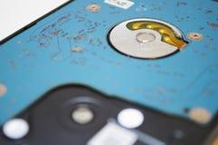 Жесткий диск ремонтных услуг настольного компьютера ПК в белом макросе предпосылки подробно стоковое изображение