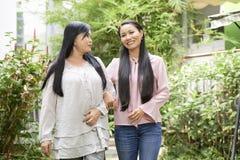 Жизнерадостные этнические мульти-поколенческие женщины стоковое фото rf