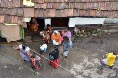 Жильцы трущобы Cossipore на Kolkata стоковые фотографии rf
