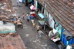 Жильцы трущобы Cossipore на Kolkata стоковая фотография