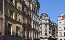 Жилые дома в Париже, Франции стоковые фотографии rf