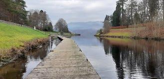 заволакивает небо природы озера стоковая фотография