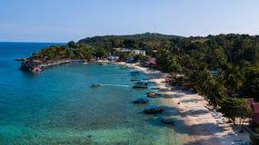 Залив коралла в Pulau Perhentian Kecil Назначение каникул летом в Азии стоковое фото rf