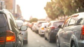 Запачканная строка автомобиля на выравнивать treaffic час варенья в thailad и copyspace Бангкока, использует для содержания пробл стоковая фотография