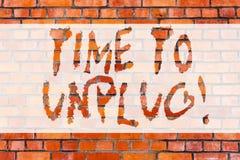 Запись примечания показывая время отключить Ослаблять фото дела showcasing дающ вверх работу отключая от всего стоковые изображения