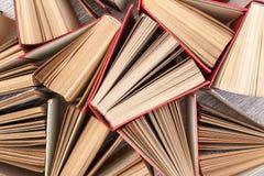 записывает старо некоторое Используемые книги hardback над взглядом стоковое фото