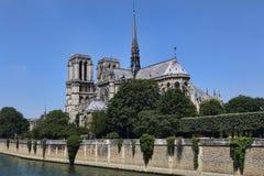 задний dame Франция собора банка вышел взгляд со стороны paris notre стоковые фото