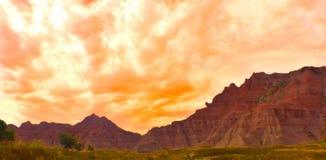 Заход солнца на горной цепи стоковые изображения