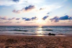Заход солнца на пляже стоковая фотография
