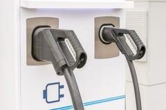 2 зарядной станции для электрических автомобилей стоковое фото rf