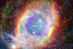 Звезды, галактики и межзвёздные облака во внушительном космическом изображении стоковое фото rf