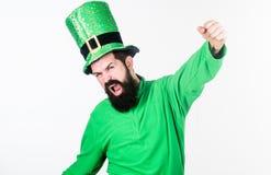 Зеленый и сильный Бородатый человек празднуя день patricks Святого Ирландский человек с зеленым цветом бороды нося Счастливый Свя стоковая фотография rf