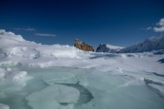 Зима низкого угла снятая величественного утеса Perce стоковое фото rf