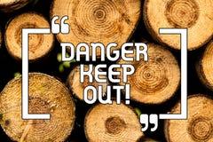 Знак текста показывая опасность держит вне Схематическое предупреждение фото бдительное пребывание далеко от этого знака безопасн иллюстрация штока
