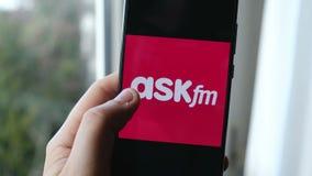 Значки смартфона переченя руки социальной телеграммы Facebook Twitter Instagram Whatsapp Skype Askfm Tumblr приложений сетей видеоматериал
