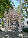 Здание виска Chiang Rai белое стоковое фото rf