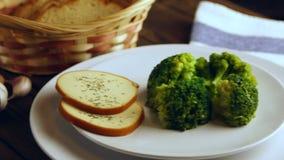 Здоровая еда в белой плите акции видеоматериалы