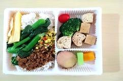Здоровая коробка для завтрака Veggie стоковое фото rf