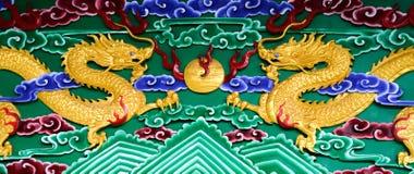 Золотые драконы на удаленном острове в Китае стоковая фотография rf