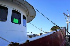 Извещение о выселения на окне рыболовецкого судна стоковые изображения