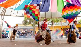 Индигенные танцоры эквадора стоковое изображение rf