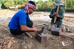 Инструменты деревни главные изготовляя, Kratie, Камбоджа, 7-ое декабря 2018 стоковое фото