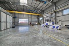 Интерьер современной фабрики Яркая большая мастерская, внутрь там блок взрывать съемки стоковое фото rf