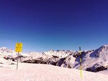 Идеальный день для кататься на лыжах стоковая фотография rf