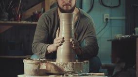 Искусство гончарни, продукт глины, прессформа акции видеоматериалы