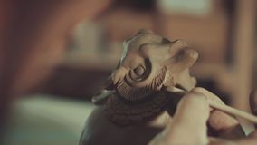 Искусство гончарни, продукт глины, прессформа сток-видео