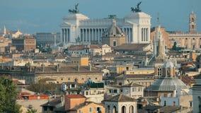 Италия rome Горизонт городского пейзажа с алтаром отечества и другими известными ориентирами в старом историческом городе сток-видео