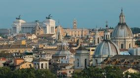 Италия rome Горизонт городского пейзажа с алтаром отечества и другими известными ориентирами в старом историческом городе акции видеоматериалы